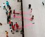 Premian un sube y baja para niños en la frontera entre Estados Unidos y México