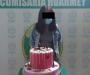 Detienen a joven por celebrar su cumpleaños en plena pandemia; la viralizan junto a su pastel