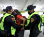 Pese a promesa de no represión, policías de la CdMx se enfrentan a manifestantes del #8M